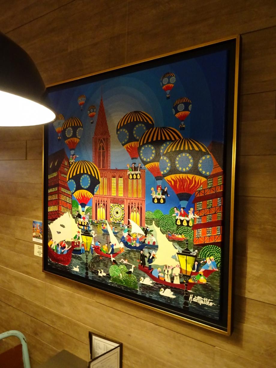 arrivée sur place, j'admire les œuvres au mur