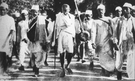 Gandhi_marche_du_sel.jpg