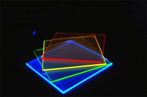 scientifiques-cree-panneaux-solaires-transparents.jpg