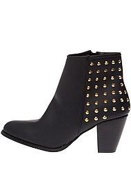 boots-details-clous-dores-noir-femme-2499euros.jpg