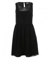 robe decolleté v en dentelle noir 2599 euros.jpg