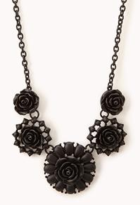 collier plastron noir 990 euros.jpg