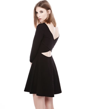 robe noir dos croisée 2599 euros pull and bear.jpg