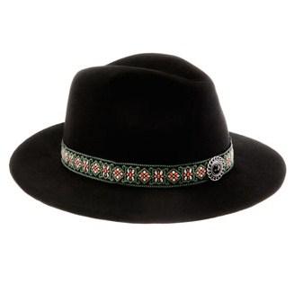 chapeau avec ornement 2599 euros.jpg