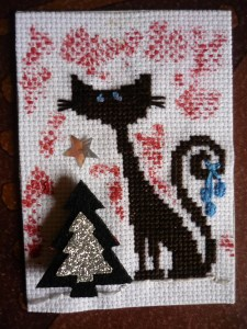 !!!!!!!!!!!!!!!!!! Athémice chat au sapin (4).jpg