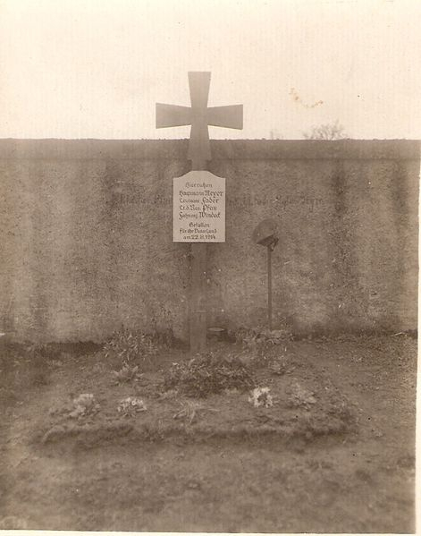 Tombe cimetiere MLH 1914.jpg