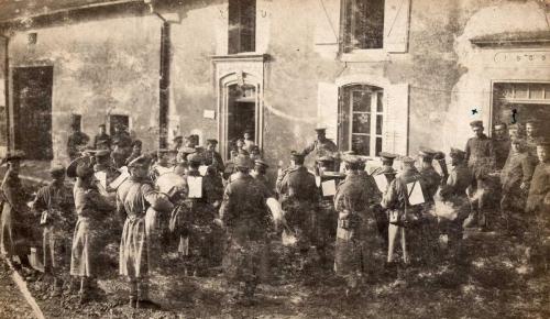 Copie de Devant le No 20 rue Albert lebrun (1914).jpg