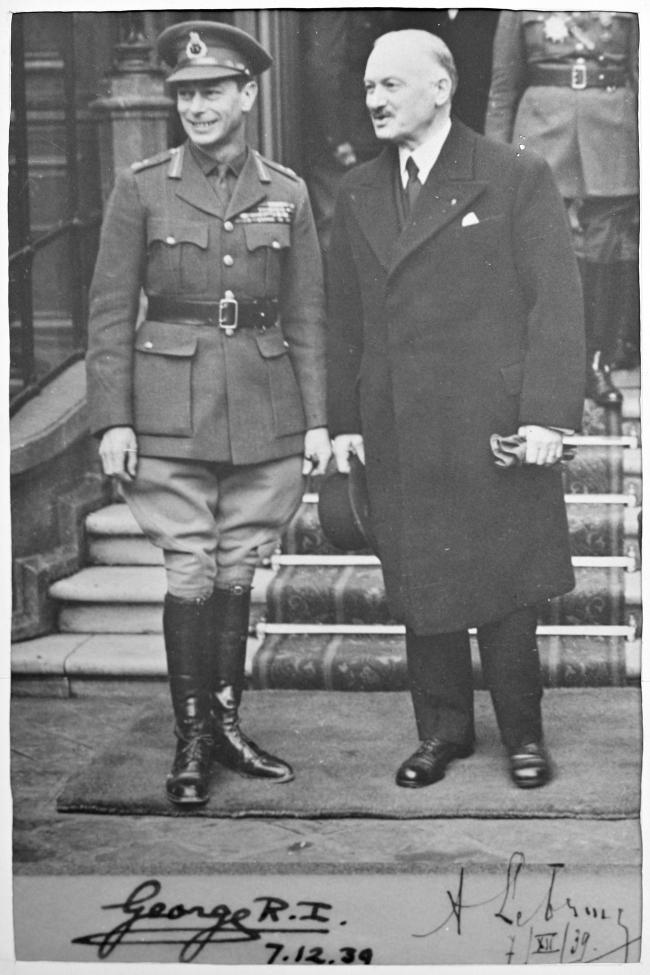 Avec George VI décembre 1939.jpg