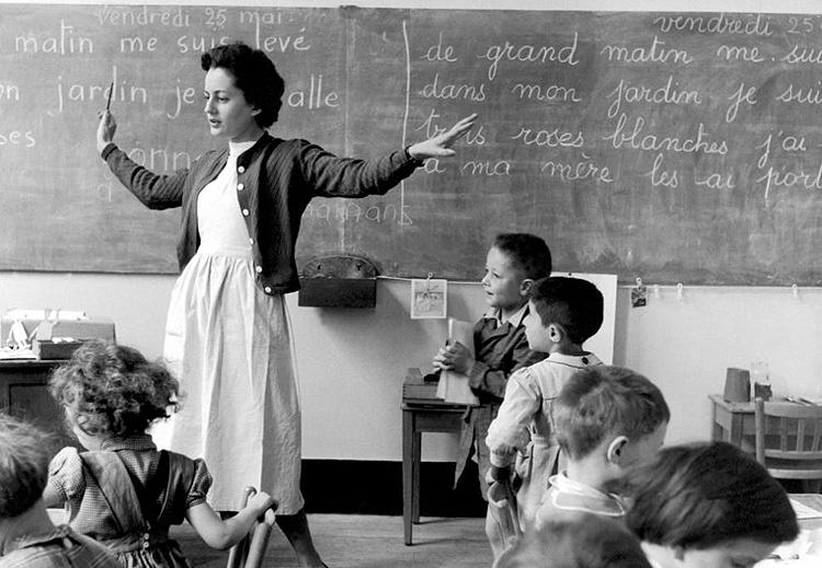 robert-doisneau-la-maitresse-et-ses-eleves-1950.jpg