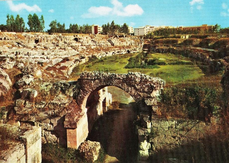 UTL Syracuse amphithéâtre romain 001.jpg