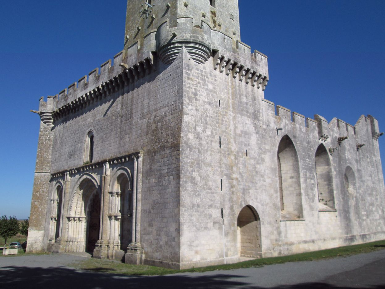 Esnandes Eglise.jpg