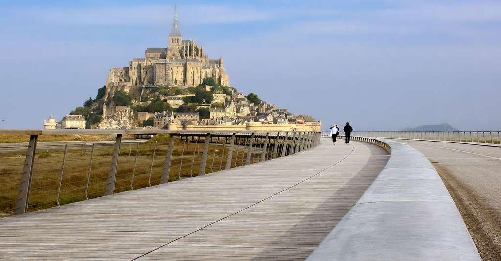 Mont st Michel pont passerelle.jpg