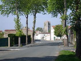 UTL petite marche 24 04 2018 Eglise de St-Jean d'Angle.jpg