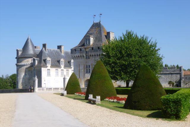 ULT grande marche 25 07 2018 chateau Roche-Courbon 1 Saint-Porchaire.jpg
