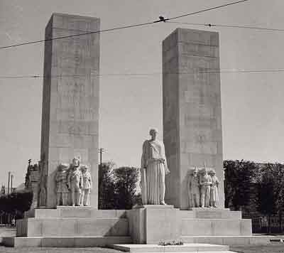 Versailles monument de la gendarmerie.jpg