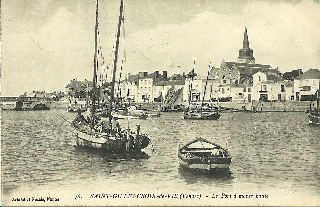 UTL Narcisse Pelletier  ancienne carte postale St Gilles Croix de vie.jpg