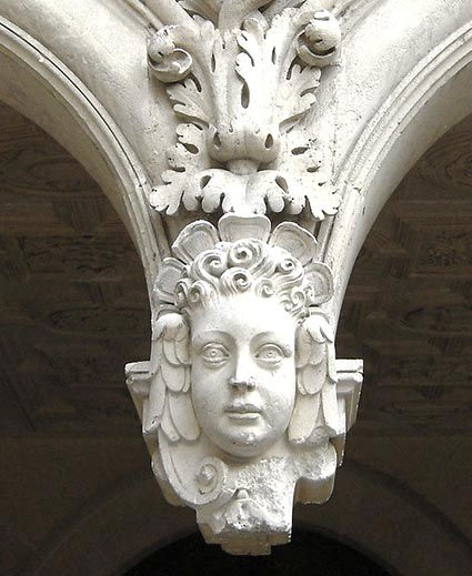 H de Ville arc galerie.jpg