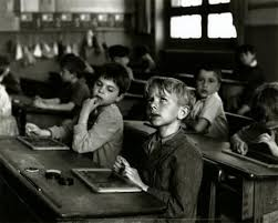R Doisneau L'école 1956.jpg