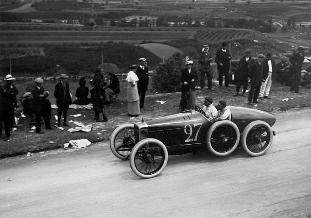 Lartigue Course Automobile.jpg