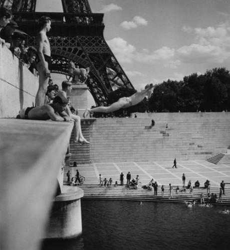 R Doisneau bassin du Trocadéro.jpg