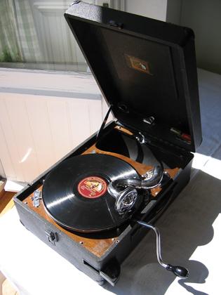 Gramophone la voix de son maître 1932.jpg