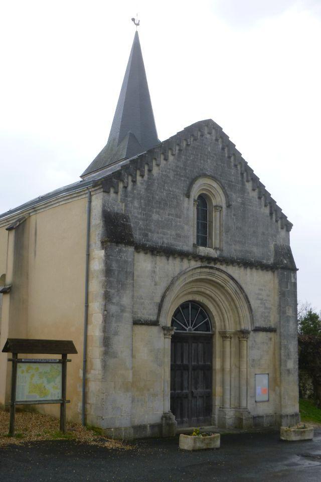 UTL grande marche Tonnay Boutonne entrée  l'église 6 03 2019.jpg