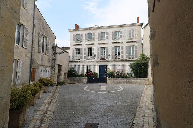 UTL petite marche 21 05 2019 Place de la Commanderie La Rochelle.jpg