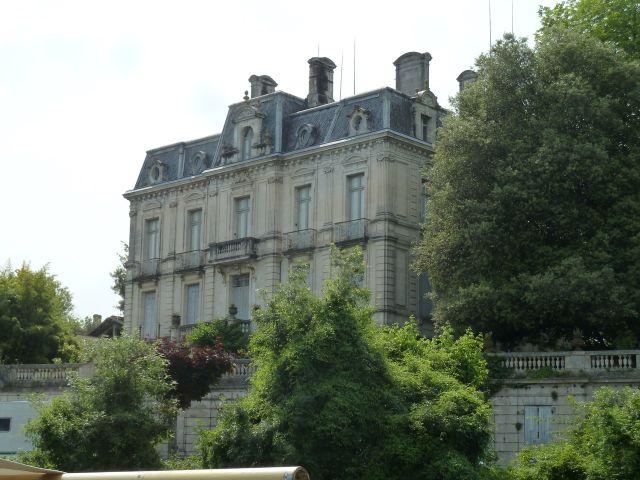 UTL3 Saintes Belle demeure sur la Charente 4 06 2019.jpg
