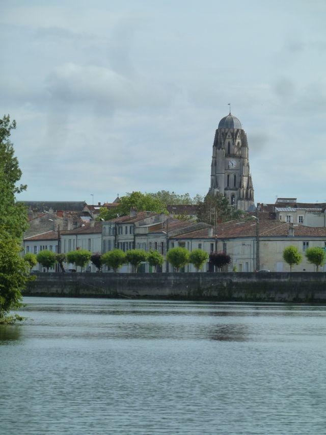 UTL7 Saintes retour en ville église St-Pierre 4 06 2019.jpg