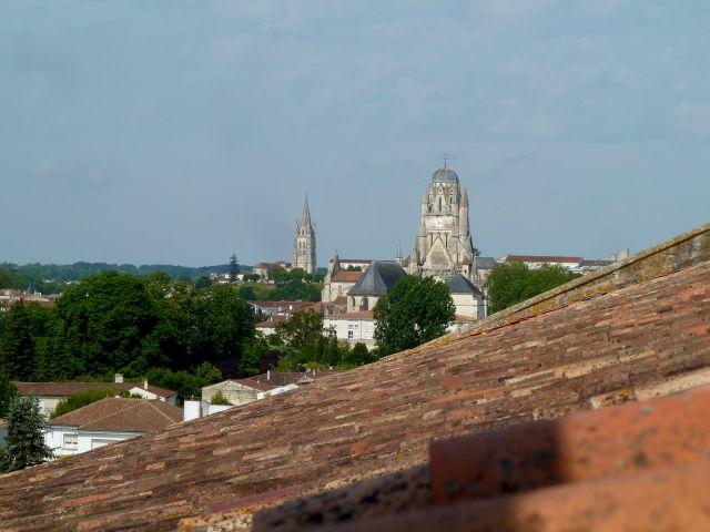 Vu sur l'Eglise St-Pierre et plus loin St-Eutrope.jpg