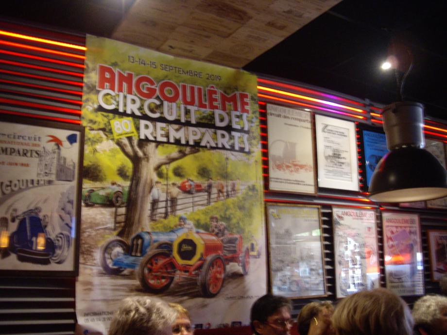 Restaurant Chez Paul affiches des circuits automobiles des remparts.jpg