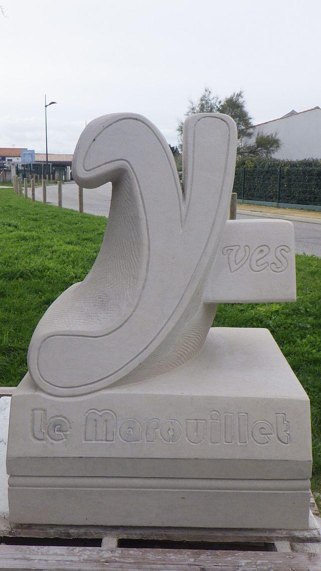 UTL grande marche 13 11 2019 Oeil de Mélusine sculpture a.jpg