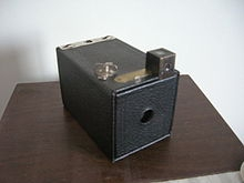 220px-Brownie_camera_avec_son_viseur.jpg