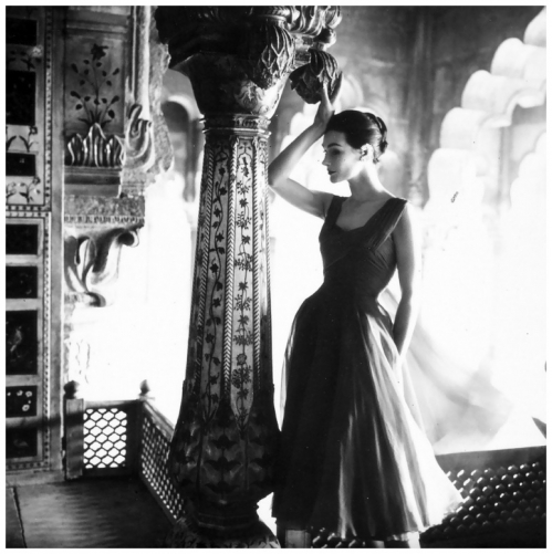 anne-gunning-in-dress-by-susan-small-photo-by-norman-parkinson-india-feature-for-vogue-uk-dec-1956.jpg