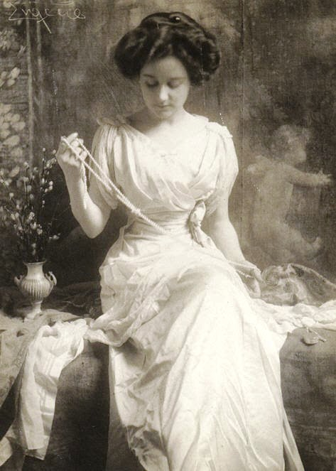 9. The Pearl Necklace 1900s.jpg