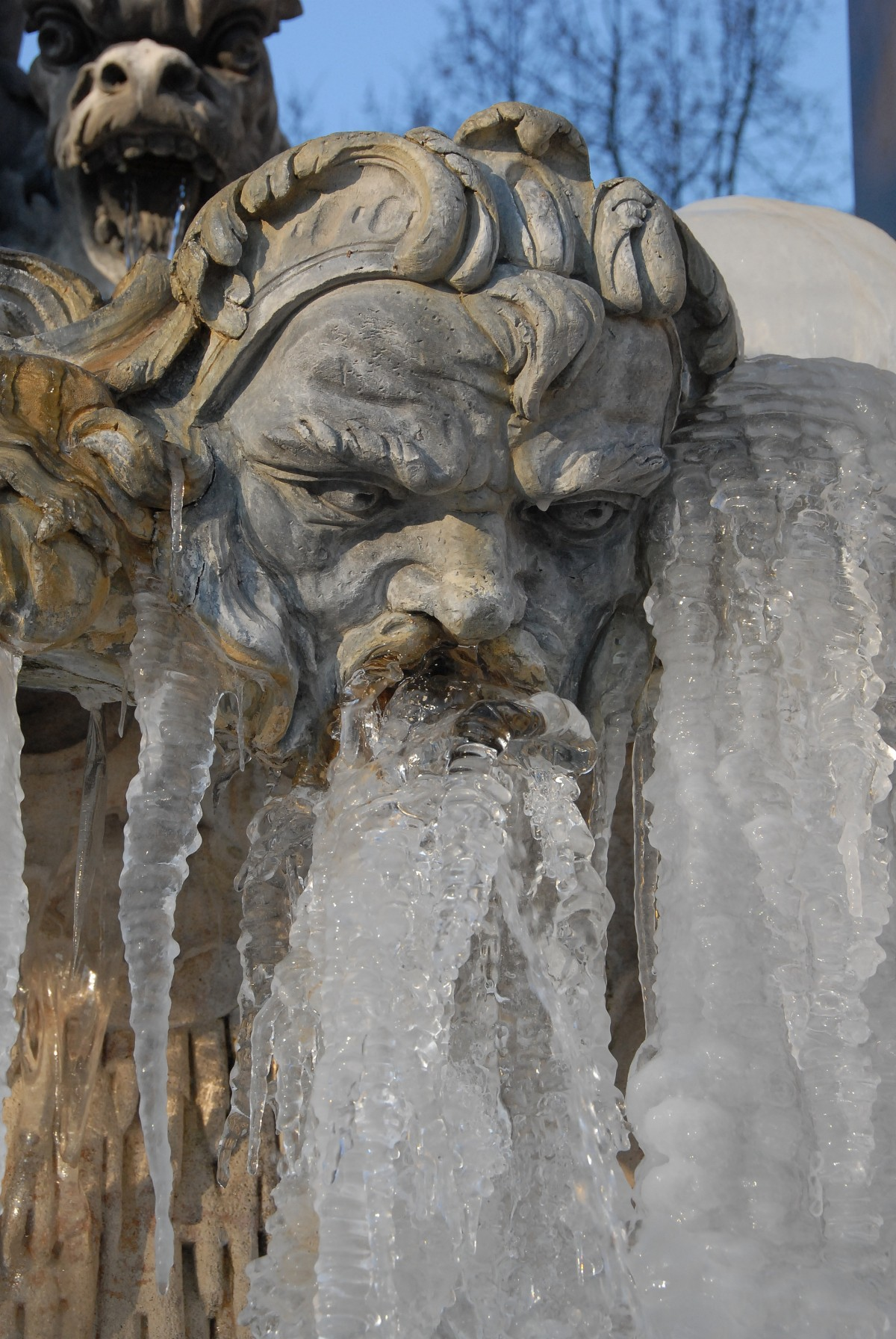 fountain_statue_neptune_face_ice_gel_winter_cold-1273244.jpg