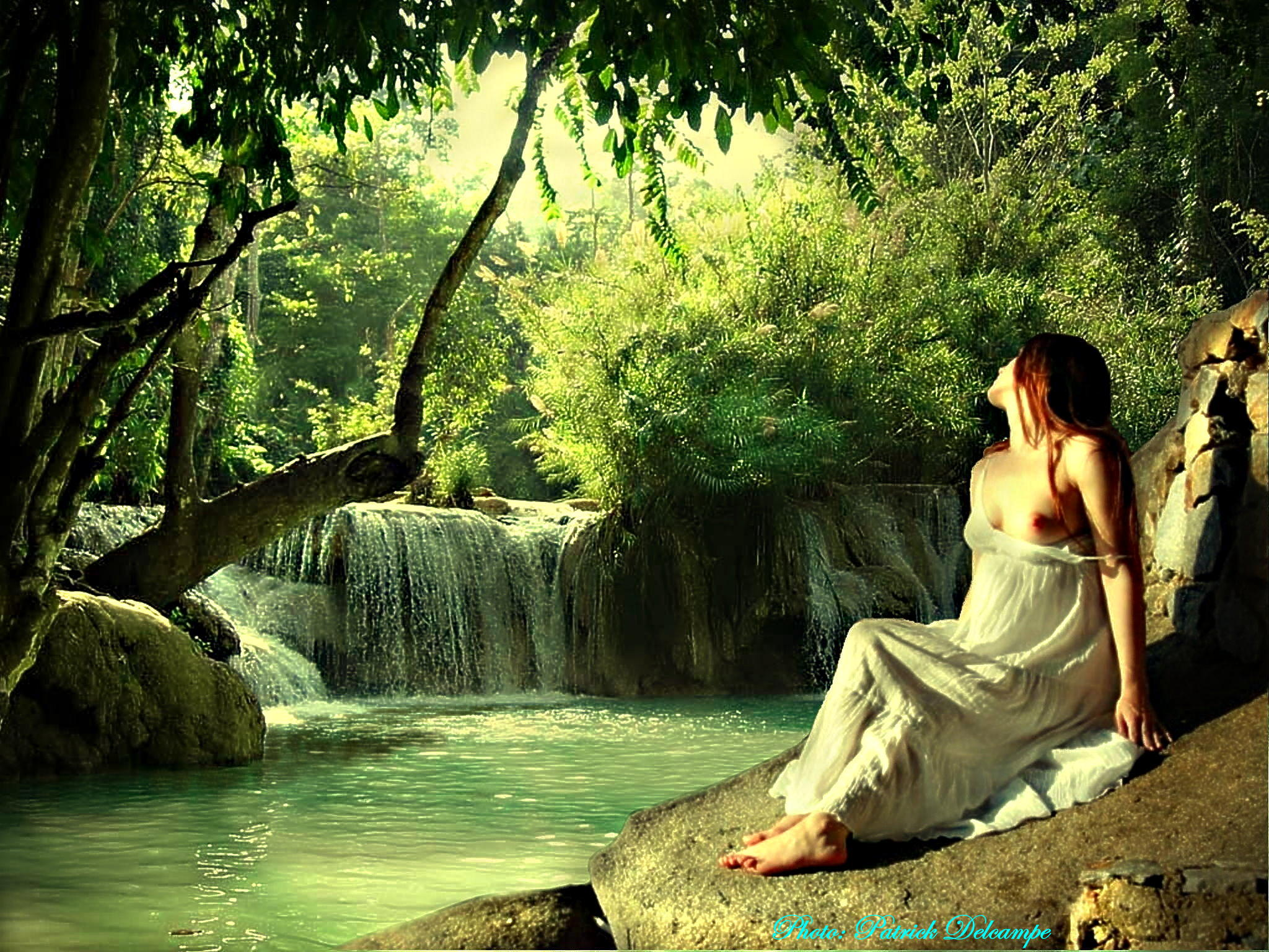 Femme à la cascade.jpg
