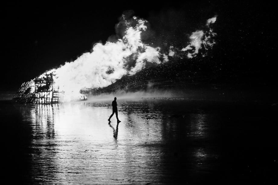 feu de joie_RP_recadré-interpréttaion noir et blanc 2.jpg