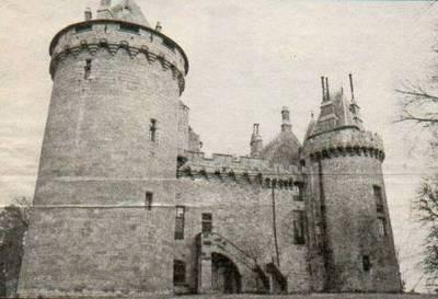 Le-top-10-des-chateaux-hantes-en-France-4-Le-chateau-de-Combourg-Ile-et-Vilaine.jpg