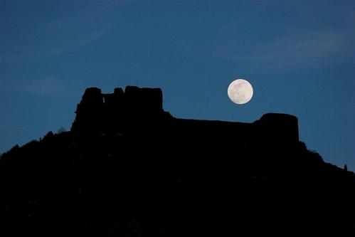 Montsegur-et-la-lune.jpg