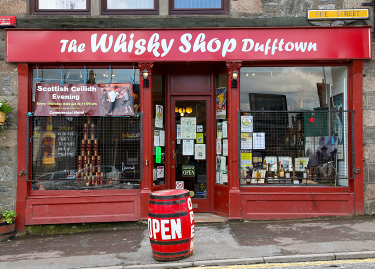 https://static.blog4ever.com/2014/01/761430/Whisky-Shop-Dufftown.jpg