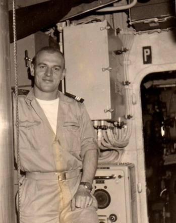 Lieutenant de vaisseau FAUVE commandant du sous-marin MINERVE 1968.jpg