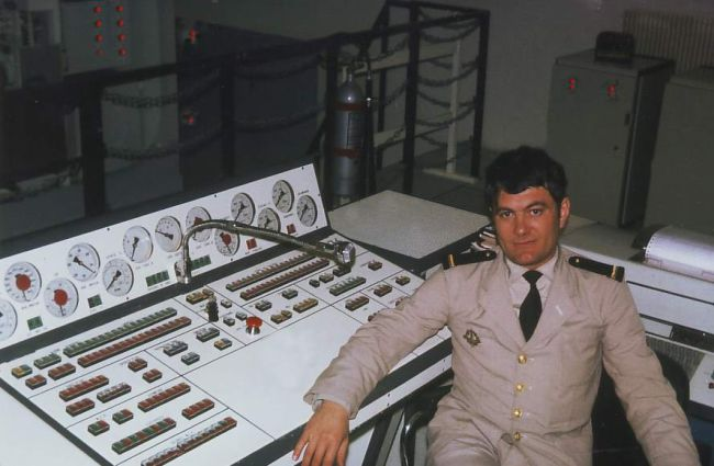 INSTRUCTEUR ECOLE NAV SOUM 1975