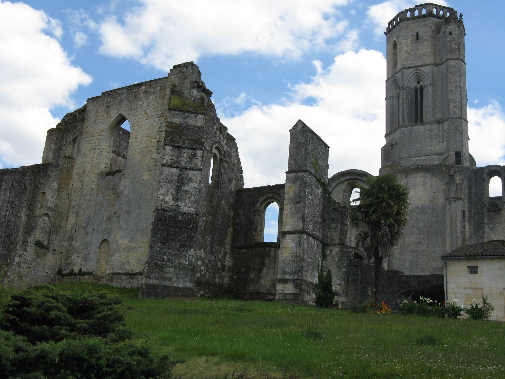 https://static.blog4ever.com/2014/01/762036/0025.-Abbaye-de-la-Sauve-Majeure--1-.jpg