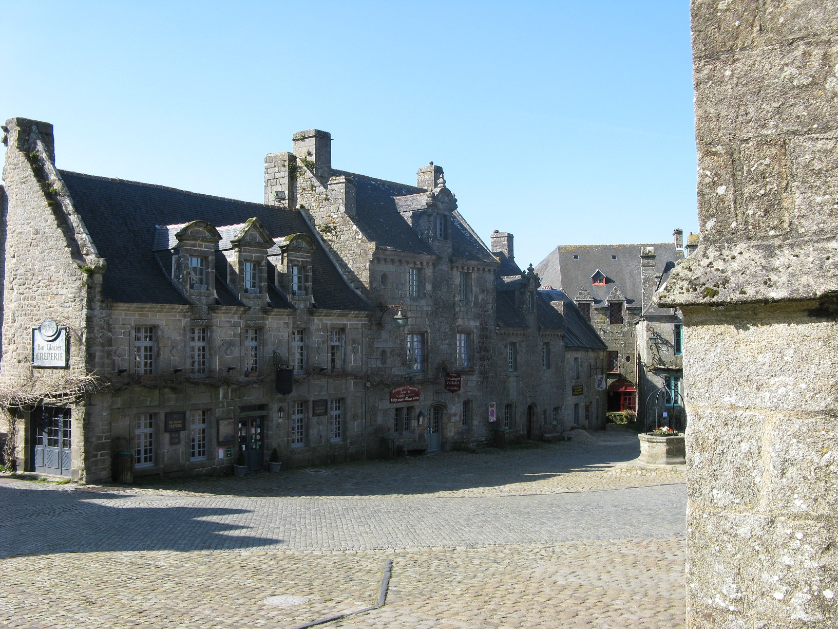 https://static.blog4ever.com/2014/01/762036/01-bis.-Locronan.jpg