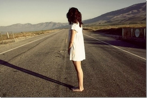 Alone-girl-on-road-sadness_thumb[15].jpg