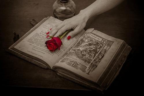 prayer-book-115252_640.jpg