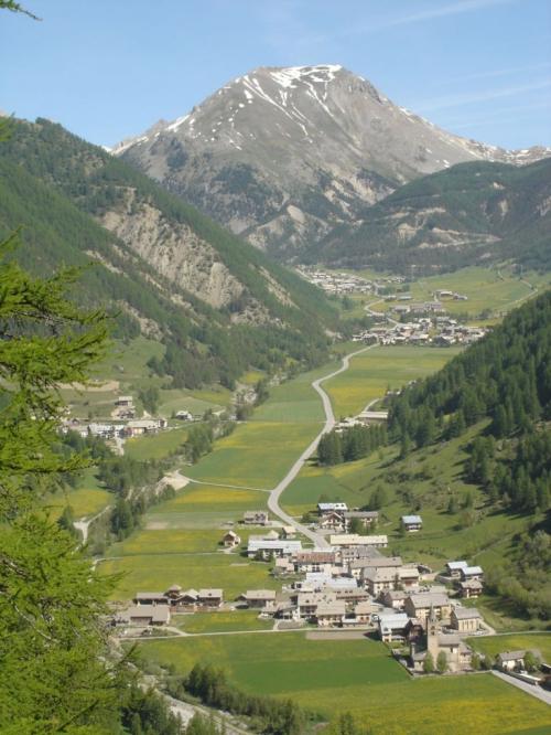Arvieux et vallée en face d'enhaut 29 mai 09c.JPG