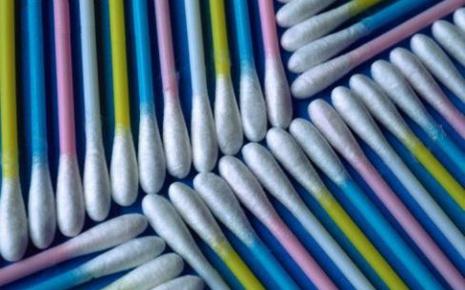 7663024386_le-coton-tige-en-plastique-c-est-une-plaie-pour-la-nature.jpg
