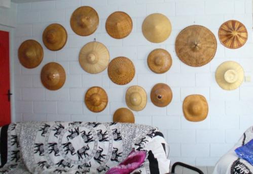 mur de chapeaux [640x480].JPG